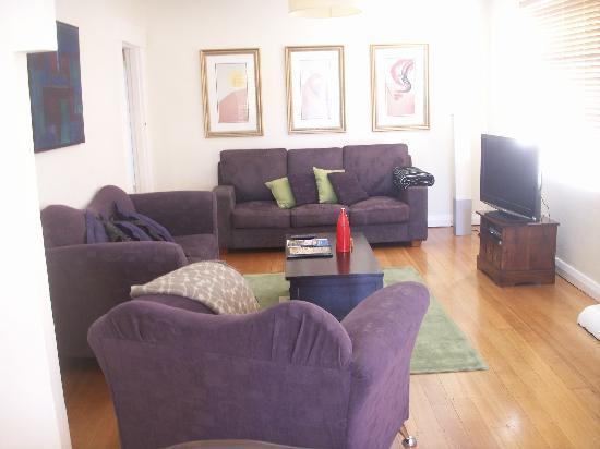 Hobart Gables: Loungeroom