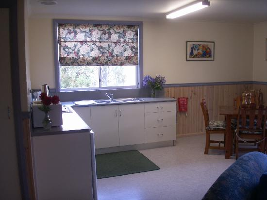The Crays Accommodation: KITCHEN AREA