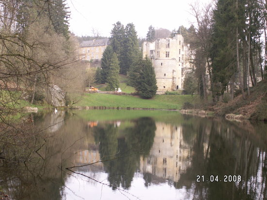 "Beaufort Castle and ""swan lake"""