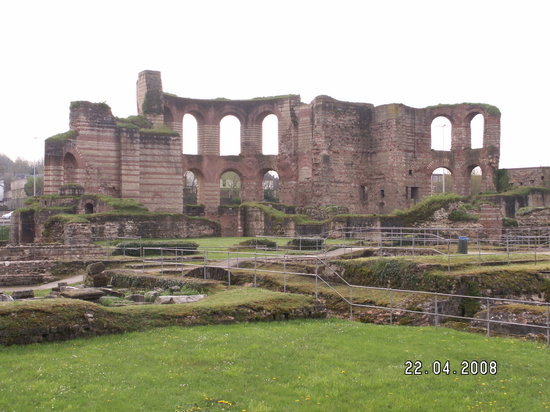 Trier, Germania: View across the baths