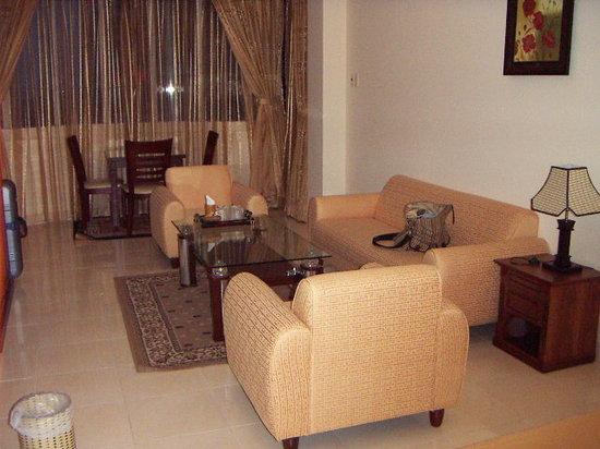 Business Hotel Saigon: 5Fのスイートに泊まりました。
