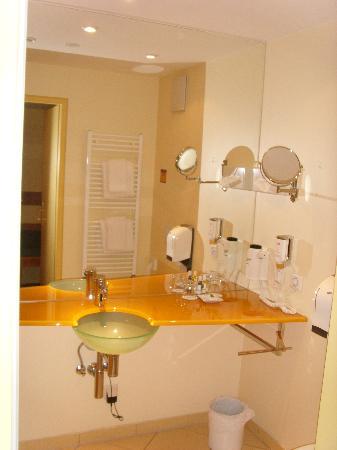 Mercure Josefshof Wien am Rathaus: bathroom 1