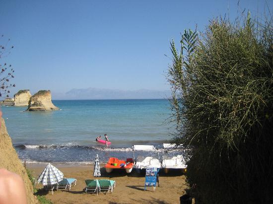Polyxeni Hotel: small cove beach in sidari