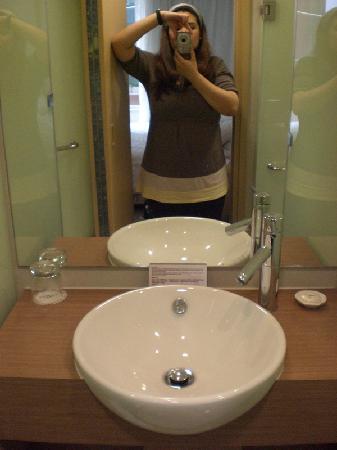 Hotel Benito: Sink