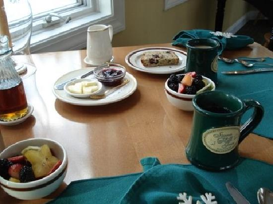 Stone Hill Inn : Breakfast starts here - it was wonderful!