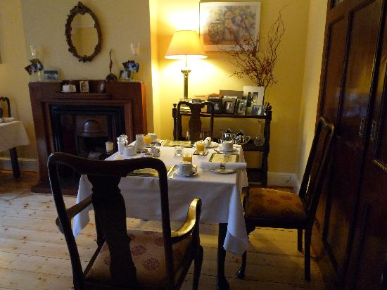 Tinode House: Breakfast room