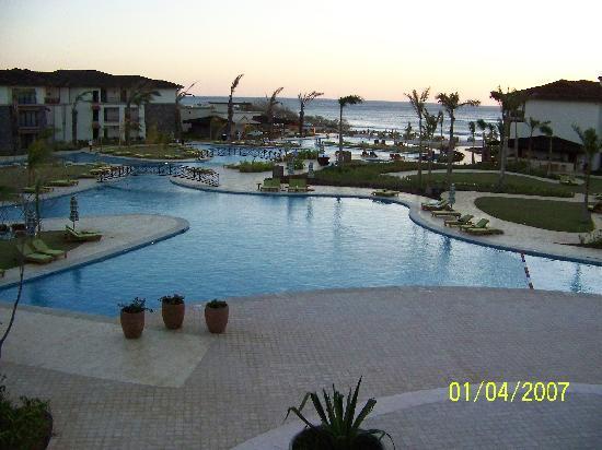 JW Marriott Guanacaste Resort & Spa: Hotel courtyard at sunset