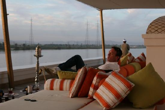 Hilton Luxor Resort & Spa: Enjoying sheesha and mezzah at Diwan