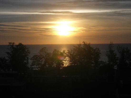 Centara Karon Resort Phuket: Sunset from my balcony