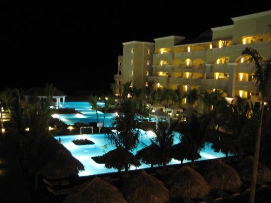 Iberostar Grand Hotel Rose Hall: Hotel at night