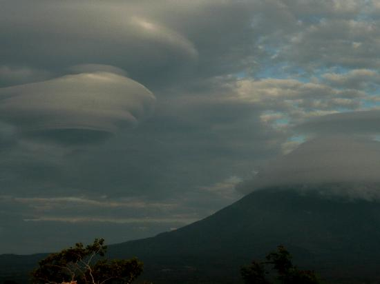 Balgue, Nicarágua: Strange cloud formations around Concepcion