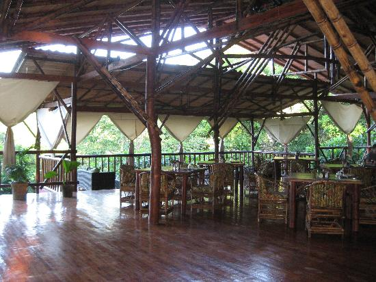 El Remanso Lodge : The lovely open-air restaurant