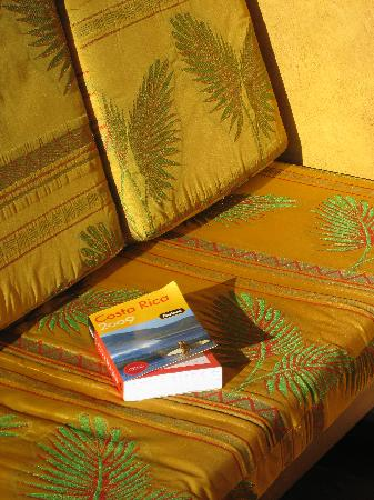 El Remanso Lodge: Bench for Relaxing