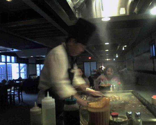 Makoto's Japanese Steak House and Sushi Bar: Chef Jeff preparing our meal