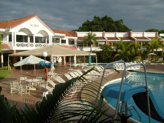 Los Tajibos Hotel & Convention Center: Piscina