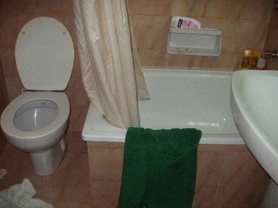 H TOP Alexis : il bagno anche se nella foto non sembra così terribile