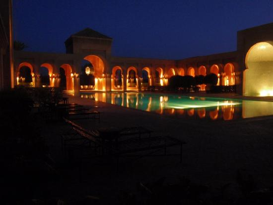 Amanjena: Pool area at night