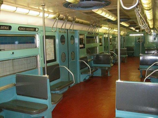 New York Transit Museum : Interior of 50's Vintage Car