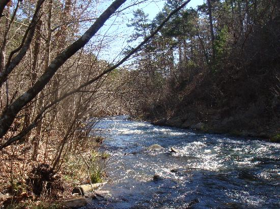 Hochatown Country Lodge: Upper Spillway Creek fishing area