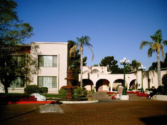 Ramada Mesa Phoenix East Area : Hotel grounds