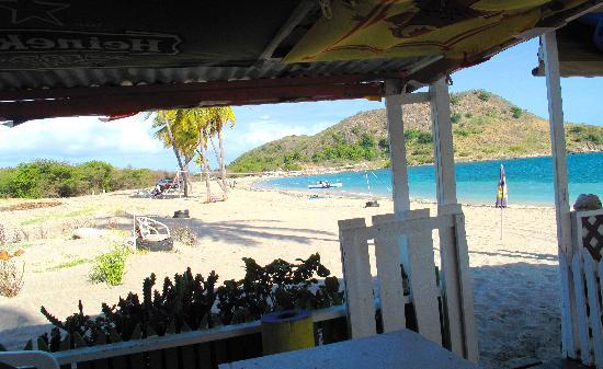 Cockleshell Beach : Lion's Beach Bar on Cockelshell Beach in St Kitts