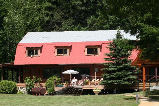 Tweedsmuir Park Lodge : the lodge