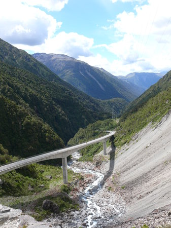 ‪نيوزيلندا: Trans Alpine road at Arthurs Pass‬