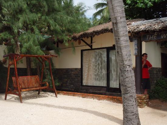 A Mui Ne Lodge Resort: Outside the Beachfront Room