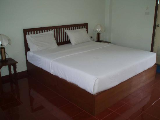 Riverside House: King Size Bed
