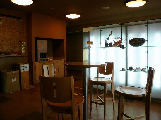 Shibukawa, Japón: Waiting room (4F) / 4階の待合室
