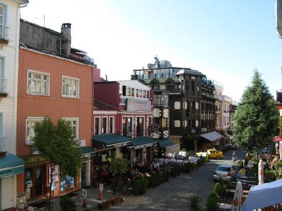 New Backpackers: balcony view of Sultanhamet