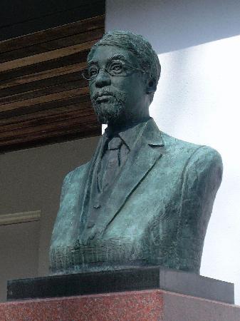 Tokutomi Roka Memorial Museum of Literature : Statue of Roka Tokutomi / 徳富蘆花の像