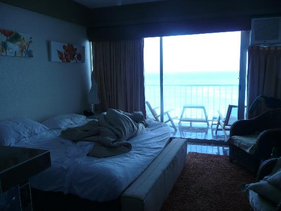 Condominios Carisa y Palma: ocean view but thatis the only thing going for this room