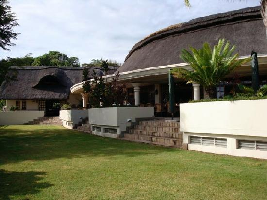 Ilala Lodge: Those thatched roofs keep it cool!