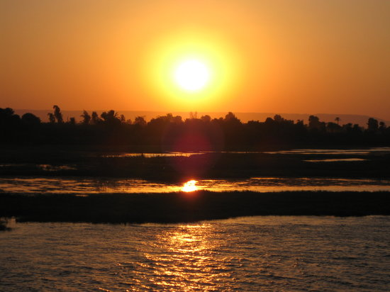 Kairo, Egypt: sunset on the nile