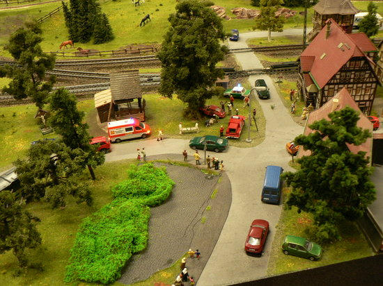 Miniatur Wunderland: 救急車とやじうま