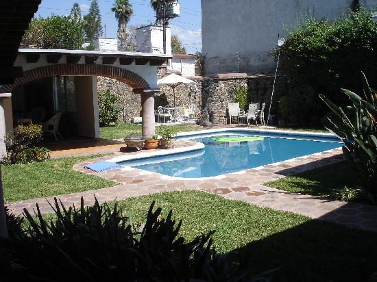 Casa Chocolate Bed and Breakfast: Pool and patio