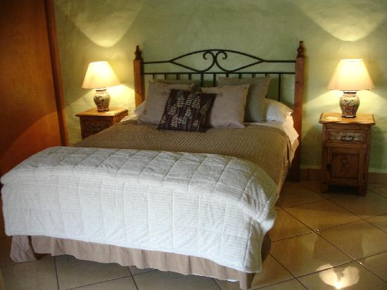 Casa Chocolate Bed and Breakfast: Mint chocolate room inside