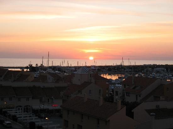 Luna Olympus: Sunset over the Marina