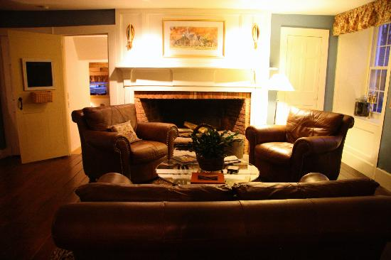 MapleStone Inn: One of two sitting rooms