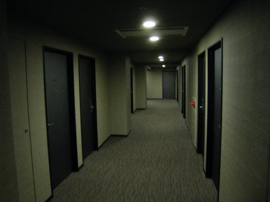 E Hotel Higashi Shinjuku: The corridor