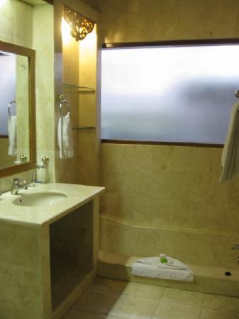 Puri Saraswati Bungalows : Salle de bain