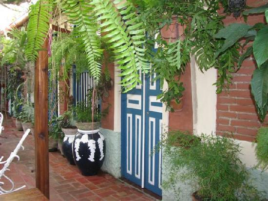 Casa Colonial Maruchi: Door from courtyard to our room