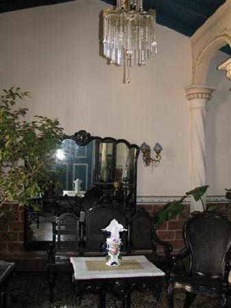 Casa Colonial Maruchi: The antique livingroom