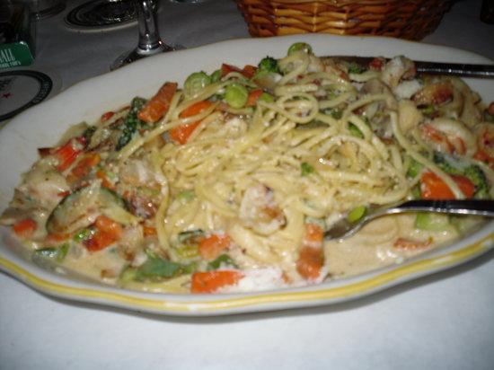 Florio's Pizzeria and Restaurant : ettucine ala Casa - Asparagus, mushrooms, sun dried tomatoes,with cream & brandy