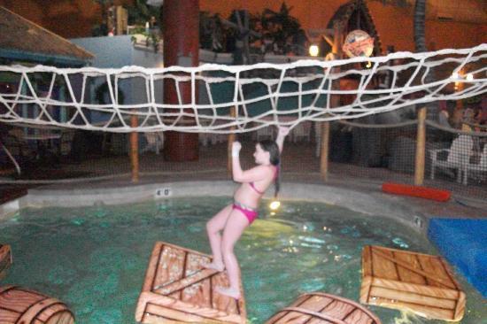 Castaway Bay Resort: Cargo net fun