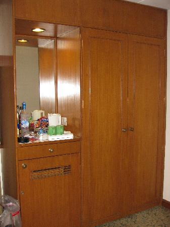 Maidens Hotel: another room for the closet & minibar