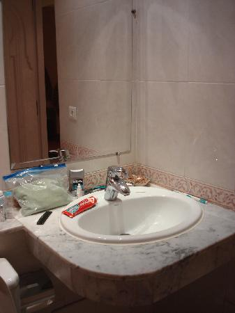 Hotel Mounia: Bathroom