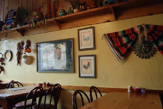 Castillo's Mexican Food : inside