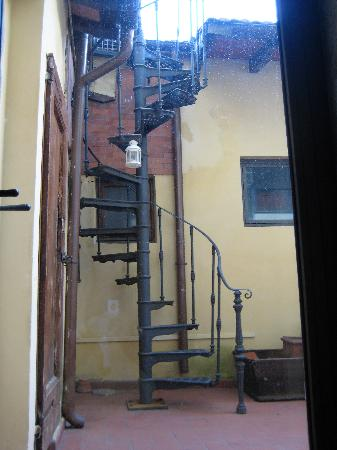 Casa Pucci B&B: Staircase to the roof